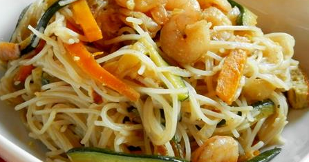 ricetta cinese spaghetti soia con gamberetti